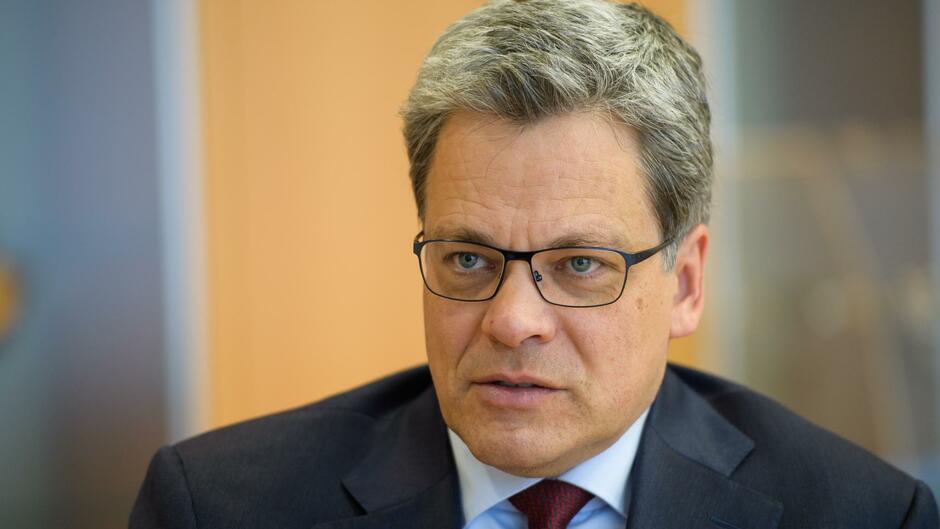 Privatkundenchef der Deutschen Bank stellt sein Führungsteam vor