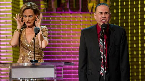 huGO-BildID: 21211059 Marlee Matlin, left, and Gilbert Gottfried appear onstage at the Comedy Central Roast of Donald Trump in New York, Wednesday, March 9, 2011. (Foto:Charles Sykes/AP/dapd) Quelle: dapd