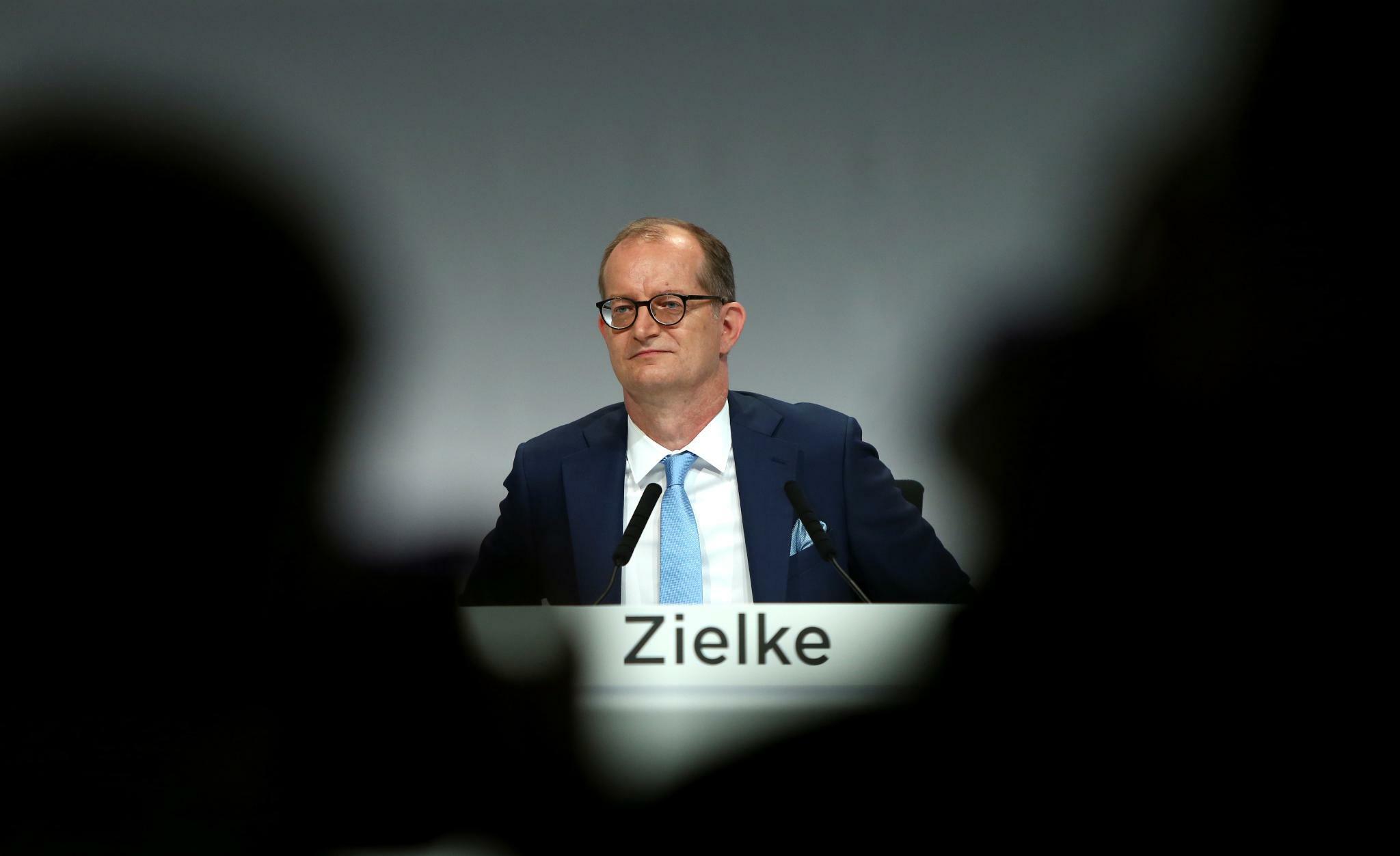 Commerzbank-Chef Zielke verteidigt in Brief den Großumbau