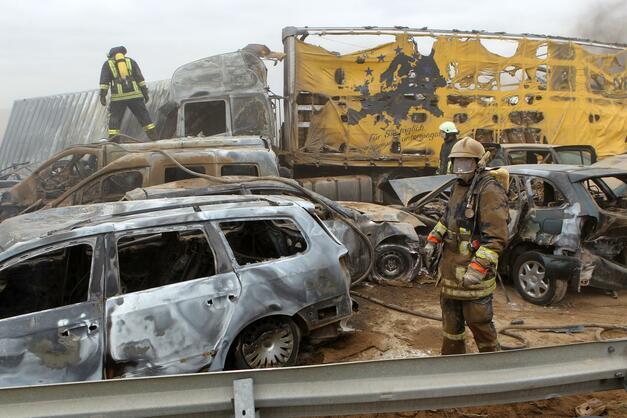 Massenunfall nach Sandsturm: Tote und Trümmerfeld auf der A19