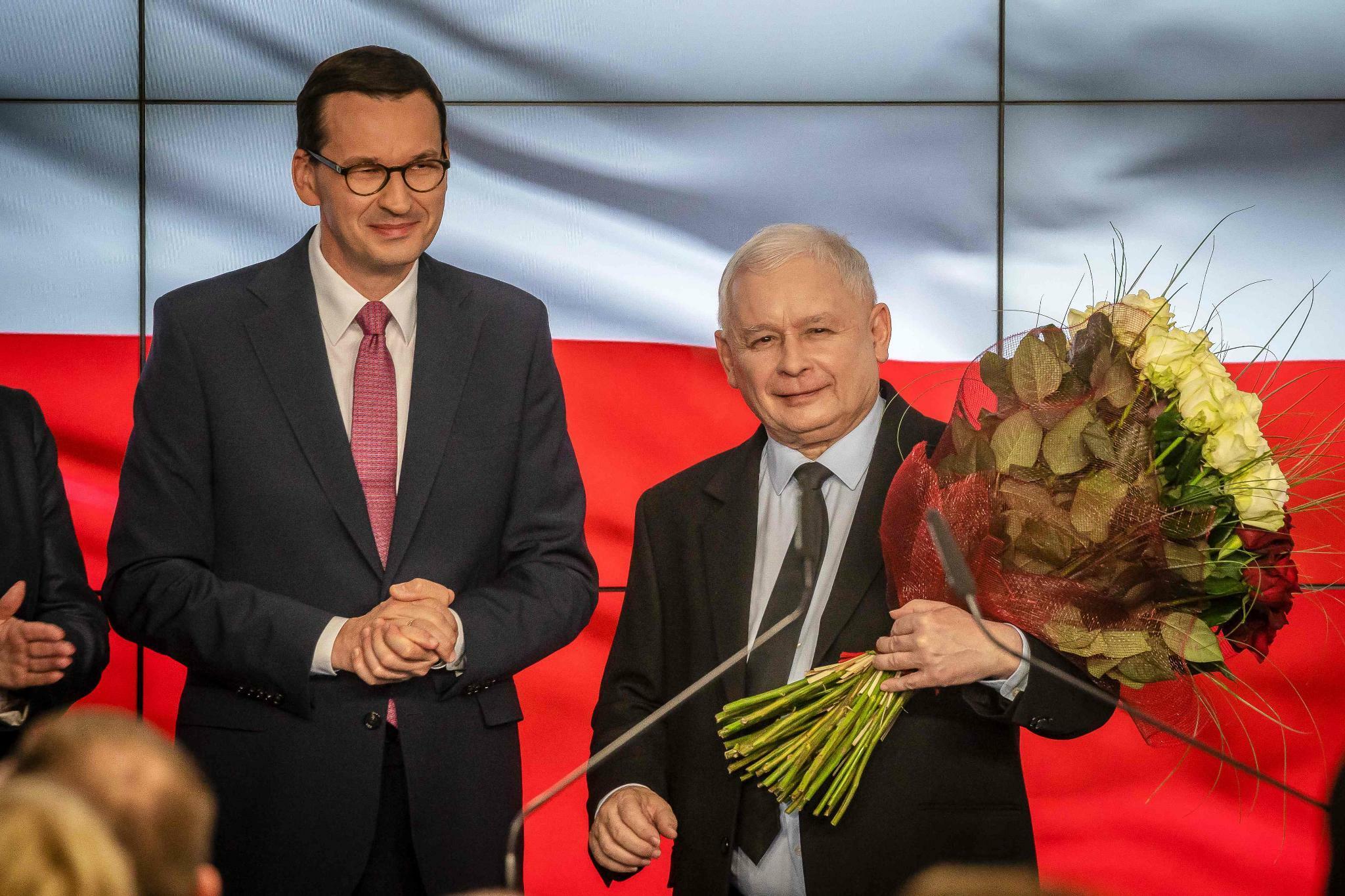 Polen: Regierungspartei PiS wohl weiter mit absoluter Mehrheit