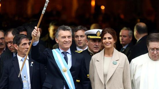Der argentinische Präsident trifft Bundeskanzlerin Angela Merkel. Quelle: Reuters