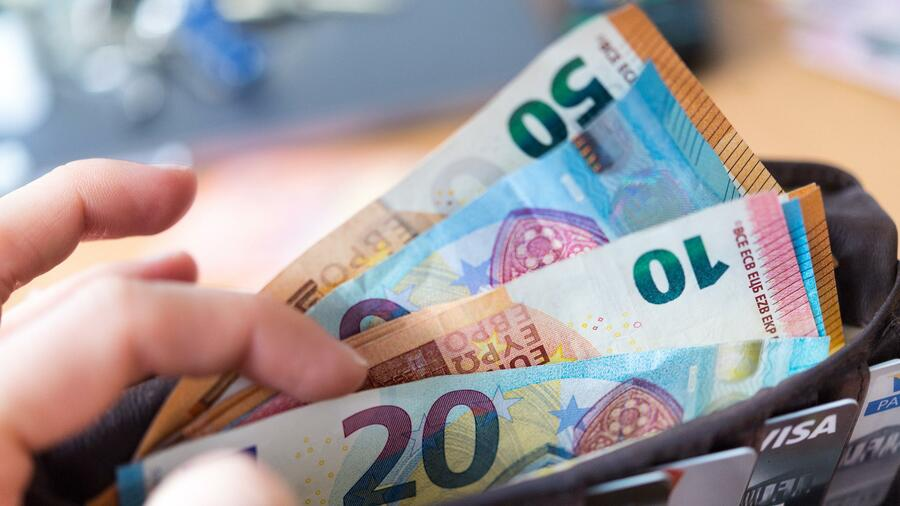 So können Sparer ihr Konto vor der Fondssteuer schützen