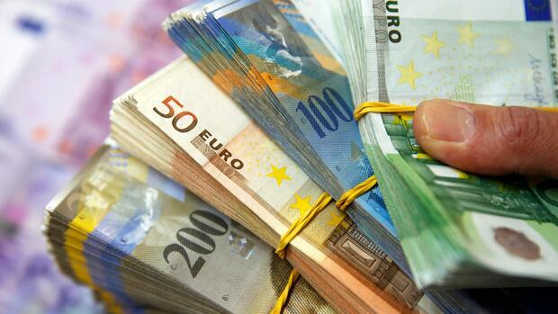 devisen franken knackt mindestkurs marke von 1 20 franken je euro. Black Bedroom Furniture Sets. Home Design Ideas