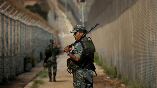 Flüchtlinge stürmen in Melilla auf spanisches Gebiet