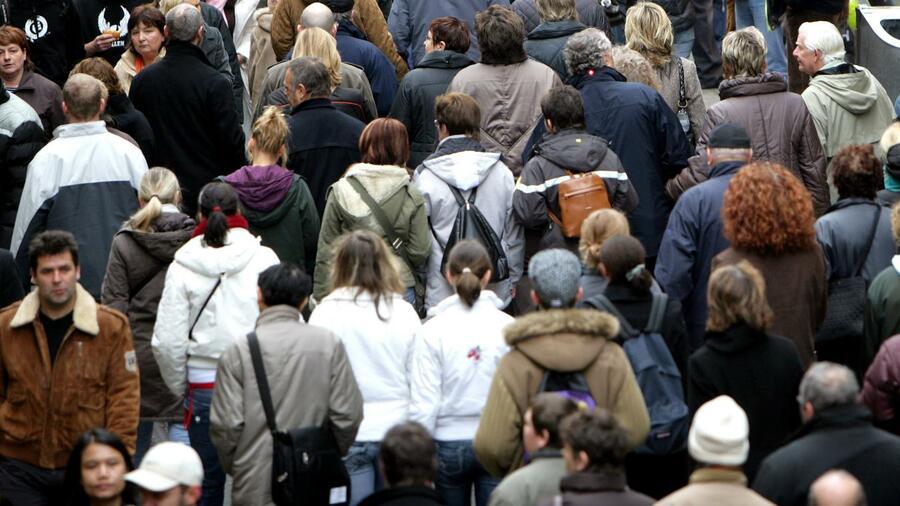 Weltbevölkerung könnte 2100 mit elf Milliarden Höhepunkt erreichen