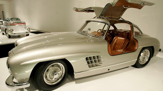 "huGO-BildID: 6974742 A 1955 Mercedes-Benz 300 SL Gullwing Coupe which is on display, ""Speed, Style, and Beauty: Cars from the Ralph Lauren Collection"" at the Museum of Fine Arts is seen in Boston, Massachusetts, February 25, 2005. REUTERS/Jessica Rinaldi JR Quelle: Reuters"