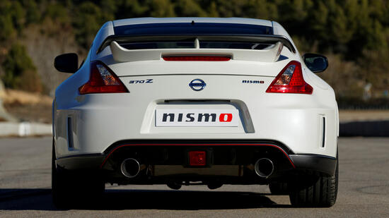 nissan 370z ab mai auch als nismo. Black Bedroom Furniture Sets. Home Design Ideas