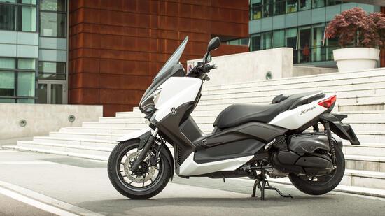 gro roller yamaha x max 400 sparsamer sport scooter. Black Bedroom Furniture Sets. Home Design Ideas