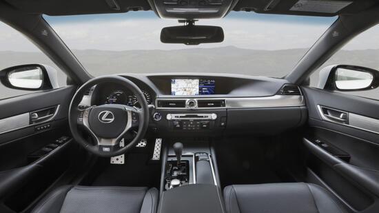 Lexus gs 7 5 liter sind bei zartem gasfu drin for Polstertechnik und innendekoration