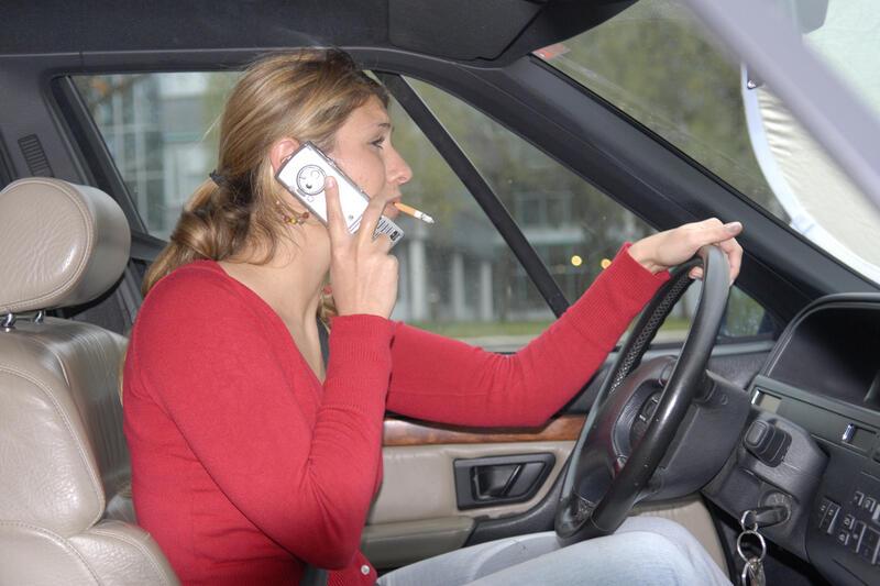telefonieren im auto handy nutzung kann zu fahrverbot. Black Bedroom Furniture Sets. Home Design Ideas