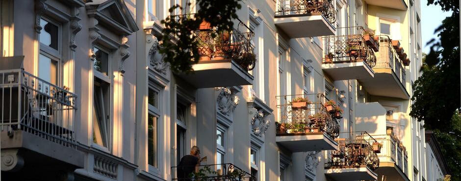IW-Studie zu Immobilien: Kaufen ist günstiger als Mieten