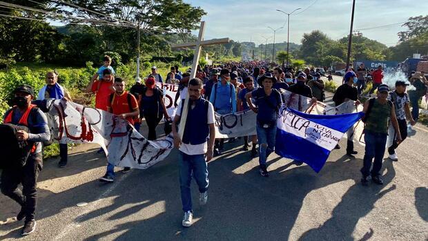 Migranten: Mehr als 2000 Menschen auf dem Weg zur US-Grenze