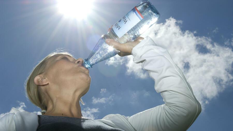 Metalle Zucker Und Pestizide Im Mineralwasser