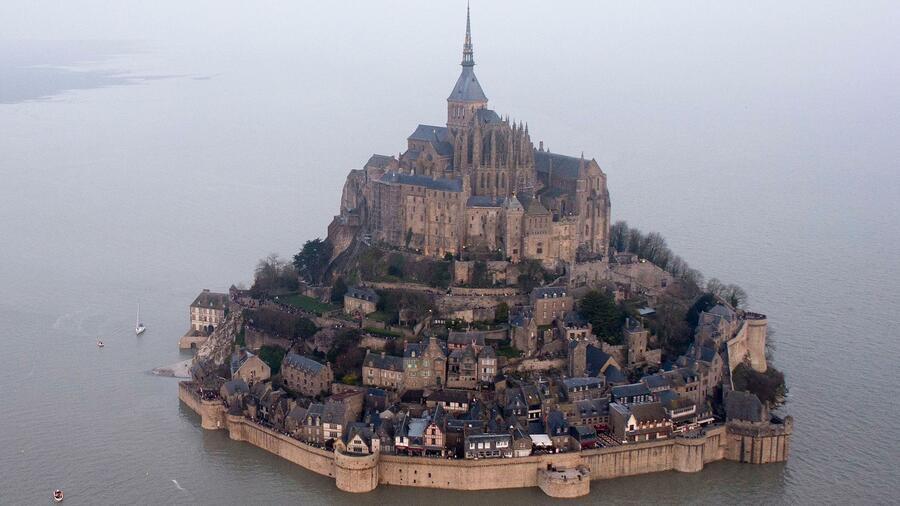 F: Touristenattraktion Mont Saint-Michel geräumt