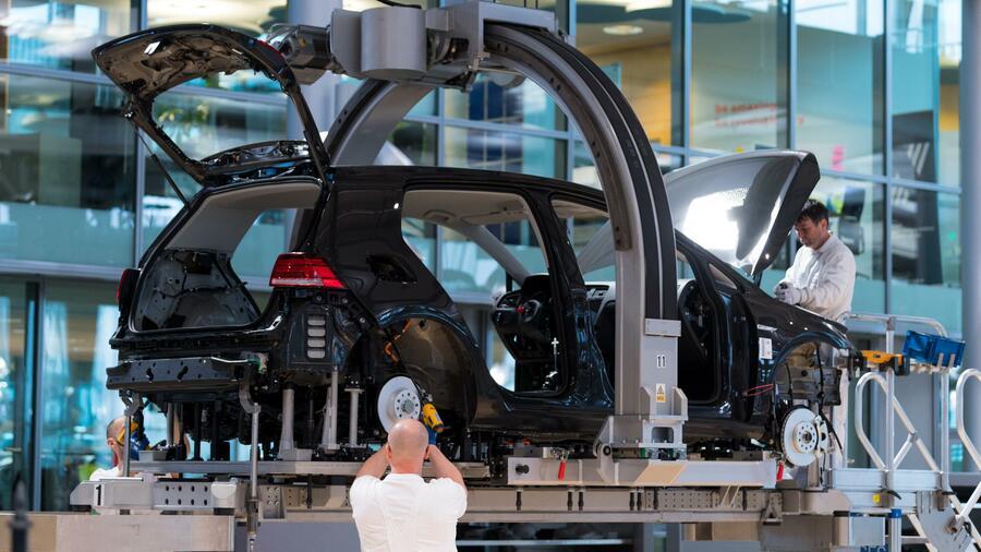 Kurz vor dem Autogipfel erhöht die Autoindustrie den Druck auf die Politik