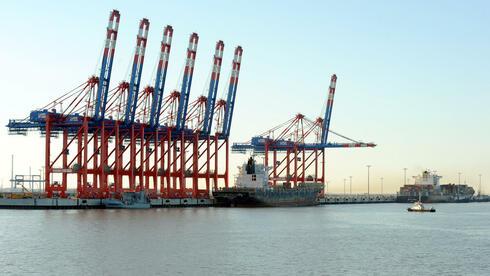 Schiffe mit einer Länge von bis zu 430 Metern sollen in Zukunft in Wilhelmshaven anlegen können. Quelle: dpa