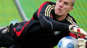 Muss das Training reduzieren: Hannovers Keeper Robert Enke. Foto: Bongarts/Getty Images Quelle: SID