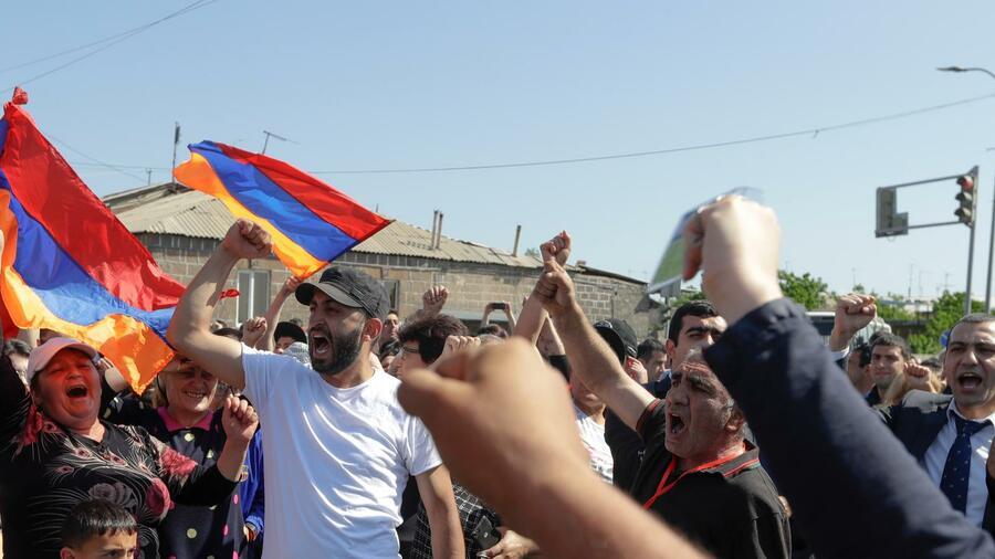 Neue Massenproteste Legen Armenische Hauptstadt Eriwan Lahm