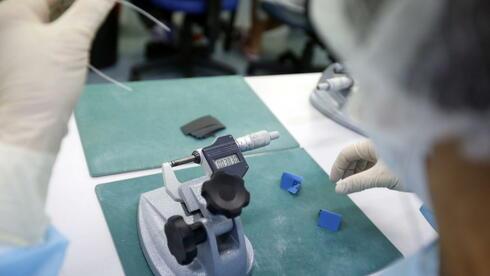 Im Nanobereich kann ein eigentlich bekanntes Material ganz neue Eigenschaften zeigen. Quelle: dpa
