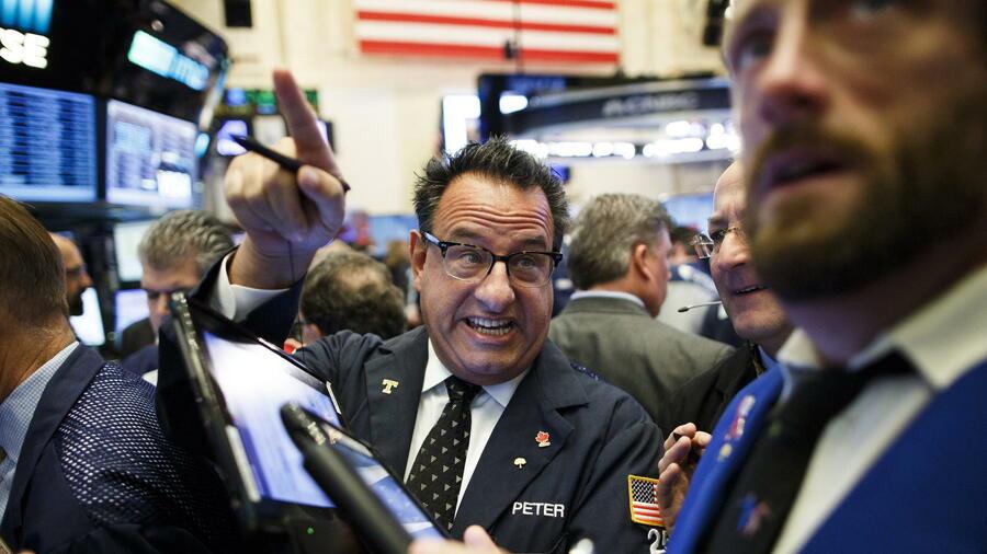 NEW YORK (dpa-AFX) - Der US-Aktienmarkt hat am letzten Tag des Jahres im Plus geschlossen. Der Dow Jones Industrial stieg in einem dünnen Silvester-Handel um 1,15 Prozent auf 23 ,46 Punkte.