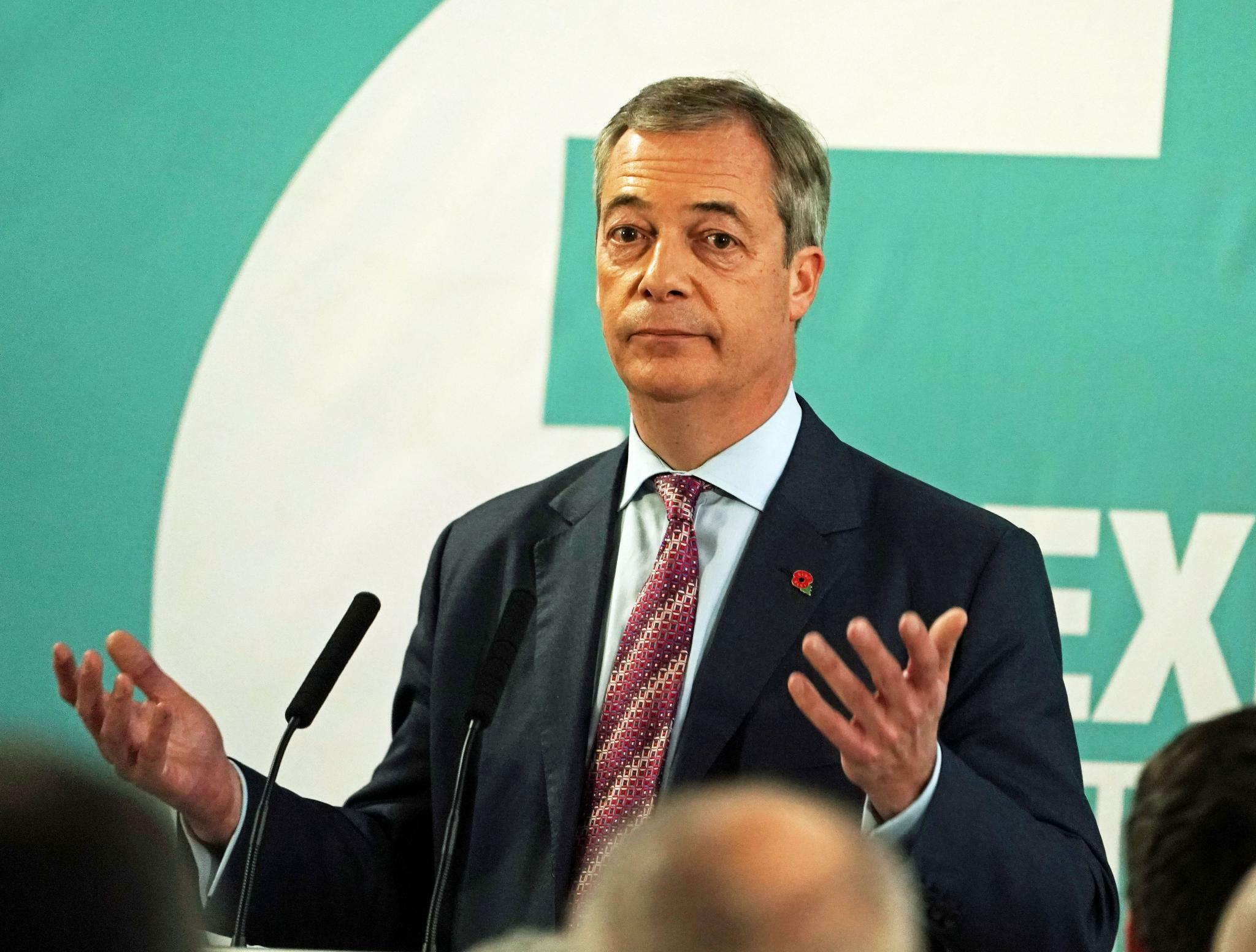 Farage knickt im Streit mit Tories um Brexit-Wähler teilweise ein