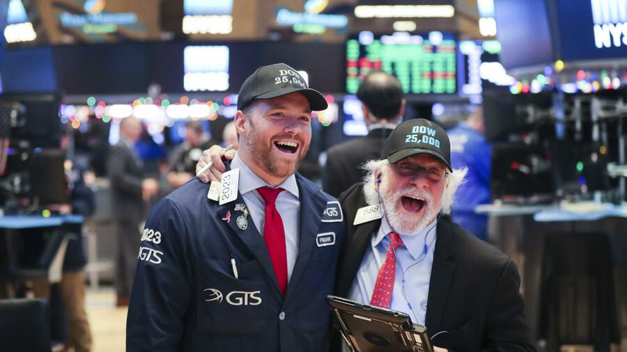 Dow Jones steigt zur Eröffnung erstmals über 26.000 Punkte