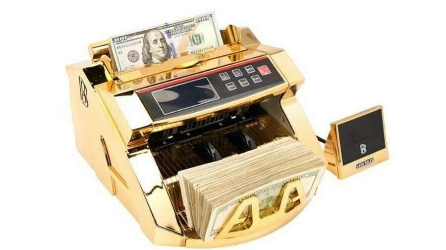 There are only 400 copies of the gold-look money counter.  Source: Ben Baller