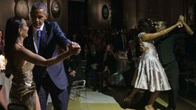 Bei einem Staatsbankett in Argentinien schwangen Präsident Barack Obama und seine Frau Michelle (rechts, im Hintergrund) das Tanzbein. Quelle: AFP