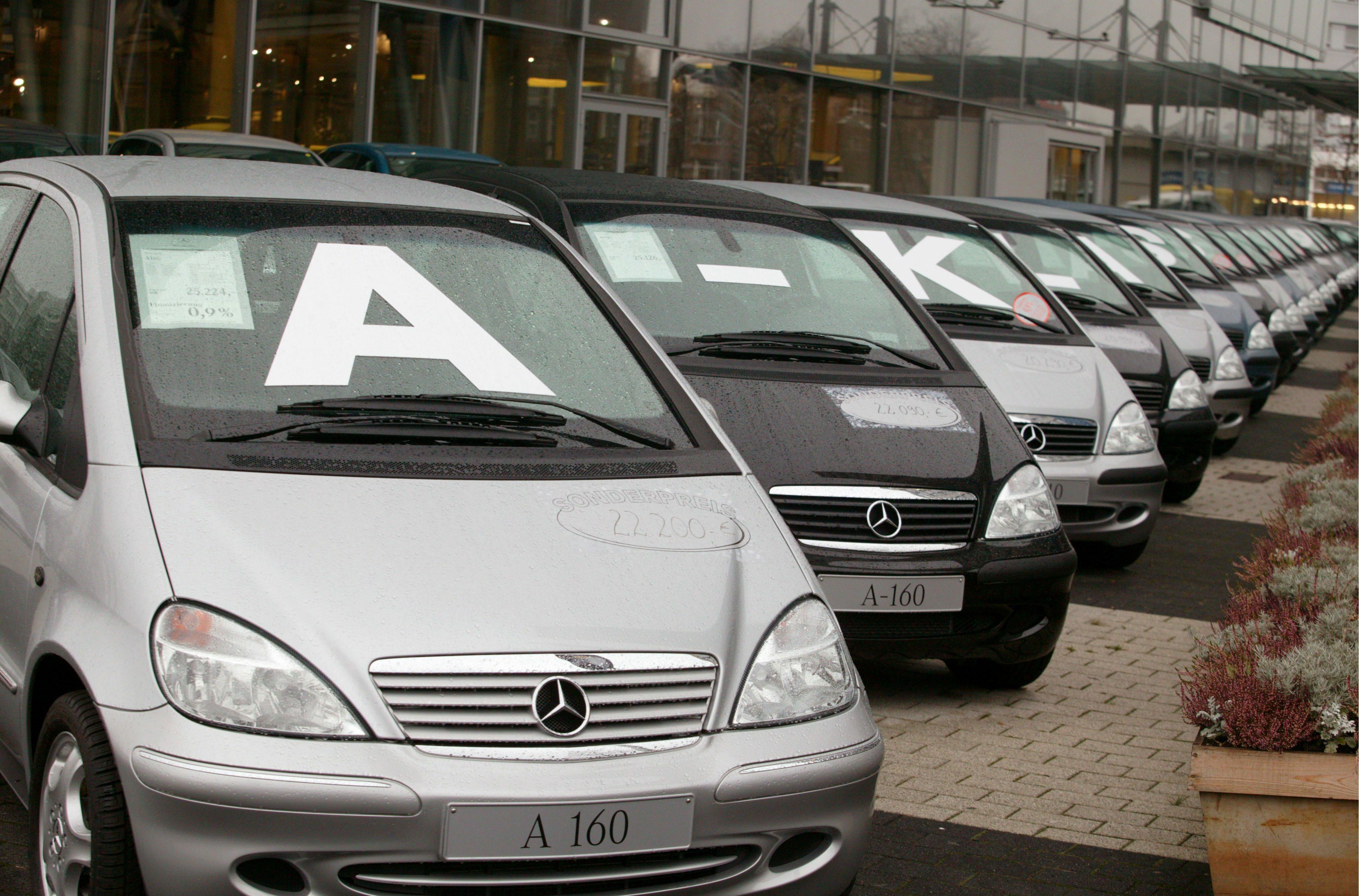 e9bf1d761f Used cars  Mercedes-maker Daimler joins VW s HeyCar venture