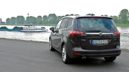 opel zafira tourer im handelsblatt test ein innenraum wie eine kaffeebar. Black Bedroom Furniture Sets. Home Design Ideas