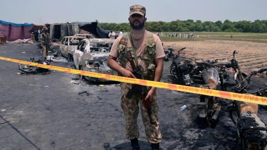 pakistan-mehr-als-140-tote-bei-tanklaster-katastrophe