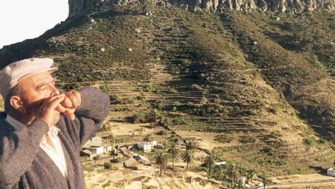 """Ein """"Silbadero""""  pfeift meist nicht zum Vergnügen. Die Pfeifsprache """"El Silbo"""" ist auf der Kanareninsel La Gomera seit Jahrhunderten Verständigungsmittel. Quelle: picture-alliance"""
