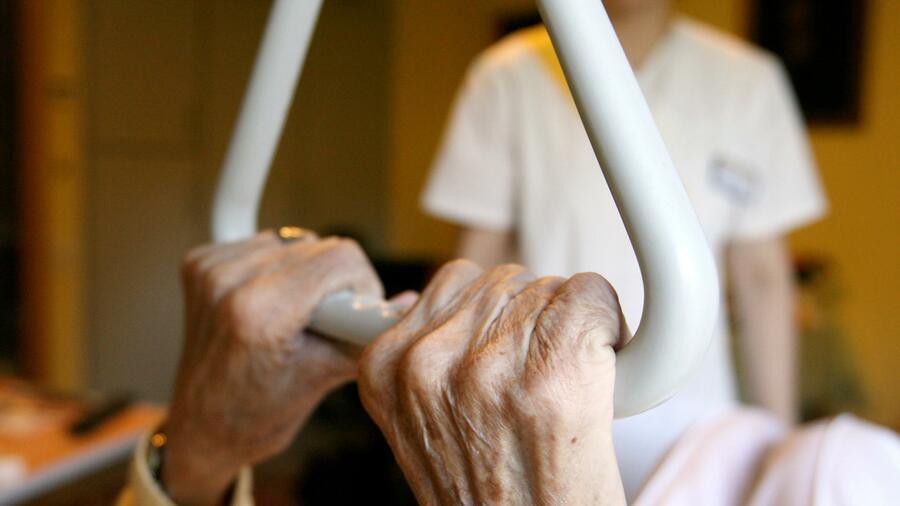 Pflegeversicherung rechnet mit zwei Milliarden Euro Mehrausgaben