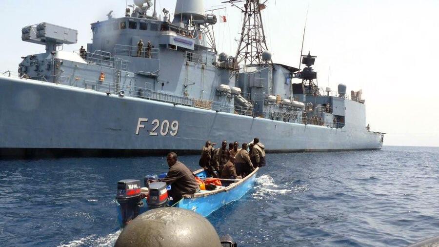 Häufig Piraten überfallen Schiff von deutscher Reederei vor Kamerun YP64