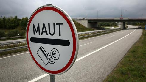 Auch, wenn die Kfz-Steuer gesenkt wird: Eine Maut für Kraftfahrzeuge, auch für Ausländer, ist laut EU rechtens. Quelle: dpa