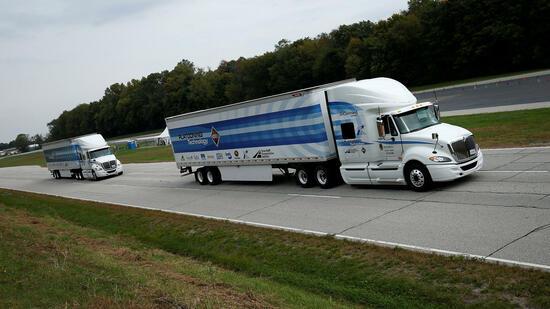 Platooning: Daimler testet auf US-Highways vernetzte Lkw-Konvois