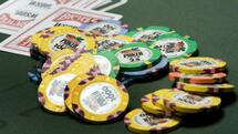 Chips and cards are shown on a poker table during the first day of the 41st annual World Series of Poker no-limit Texas Hold 'em main event in Las Vegas, Nevada in this file photo taken July 5, 2010. Ten years ago, poker shows proliferated on TV and then faded but with several states and federal legislators moving to legalize the game online, some networks are betting that TV poker is back. REUTERS/Steve Marcus/Files (UNITED STATES - Tags: SOCIETY ENTERTAINMENT) Quelle: Reuters