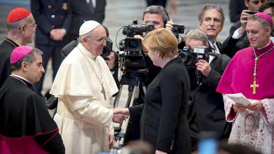 Weihnachtsbotschaft: Papst Franziskus rückt Arme in den Mittelpunkt