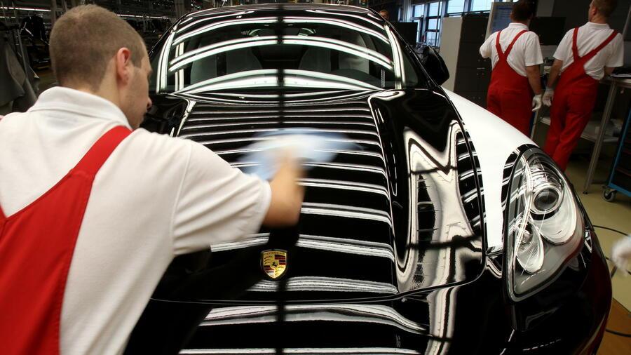 mitarbeiter von porsche in leipzig der sportwagenbauer wird mit bewerbungen berschttet quelle dapd - Bewerbung Porsche Leipzig