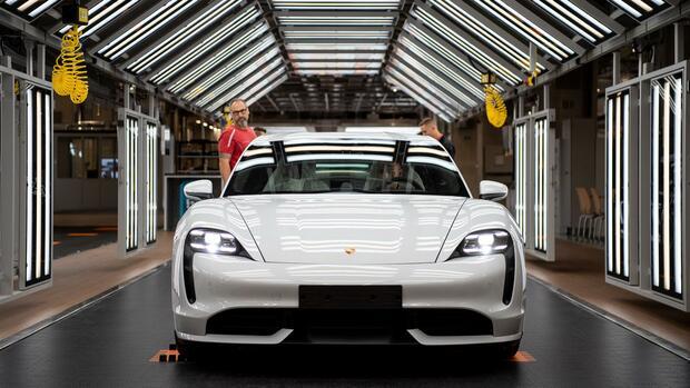 Elektromobilität: Porsche Taycan brennt in einer Privatgarage aus