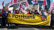Deutsche-Bank-Tochter: Postbank-Mitglieder stimmen für unbefristeten Streik