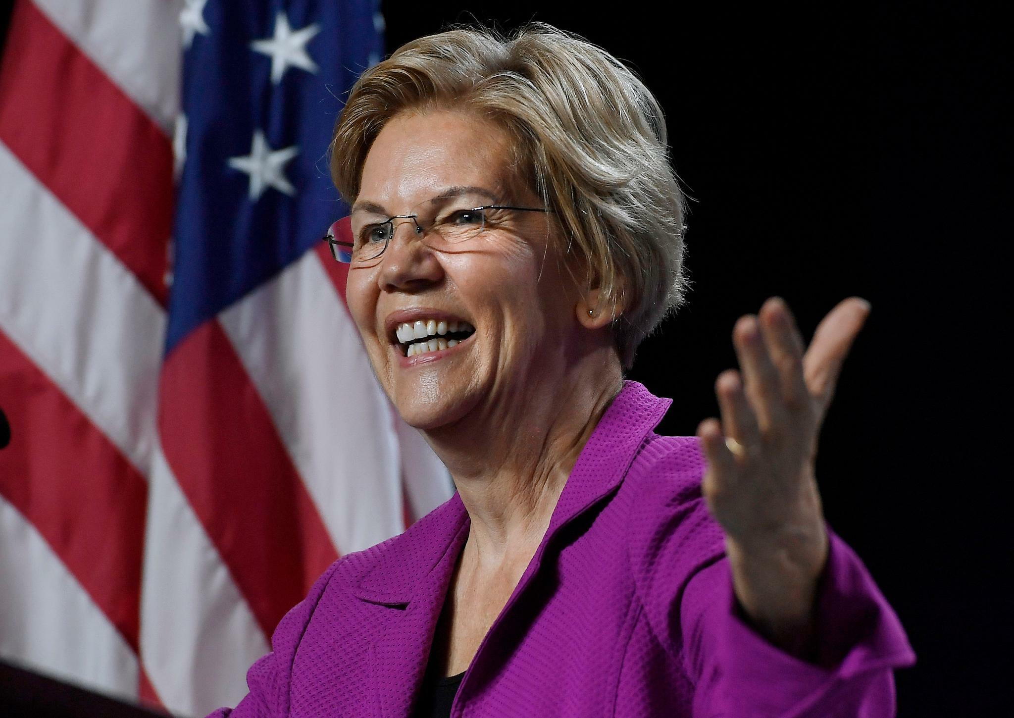 So führt Demokratin Elizabeth Warren Facebook vor