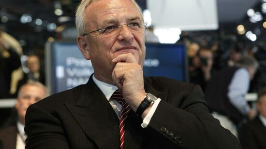 huGO-BildID: 20480624 Professor Martin Winterkorn, Chairman of the Board of Management of Volkswagen AG watches the company's presentation during the press day for the North American International Auto show in Detroit, Michigan January 10, 2011. REUTERS/Mark Blinch (UNITED STATES - Tags: TRANSPORT BUSINESS) Quelle: Reuters