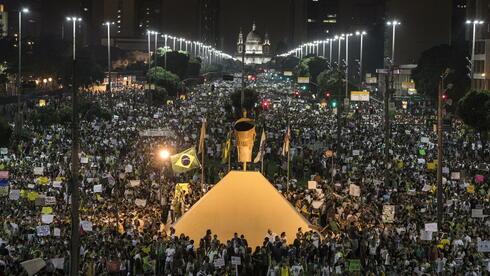 PROTESTAT NË HONGKONG 2-format3