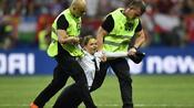 Fußball: Pussy Riot reklamiert Flitzer-Aktion bei WM-Finale für sich