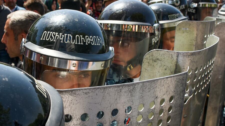 Mehrtägige Proteste Armenische Polizei geht mit Gewalt gegen Demonstranten vor