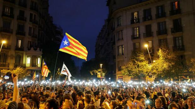 Katalanische Separatisten protestieren die siebte Nacht in Folge