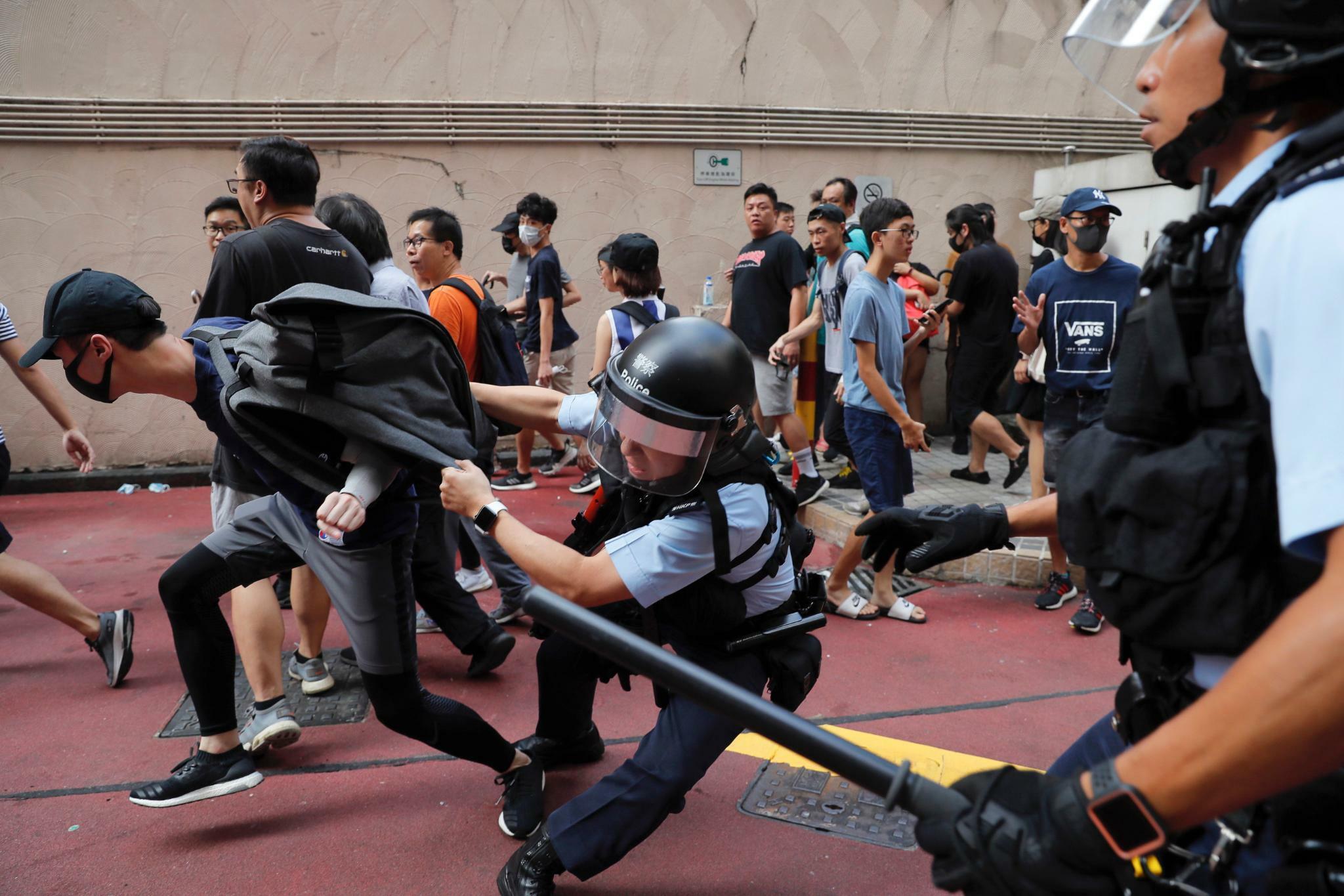 Hongkonger Polizei trennt rivalisierende Demonstranten