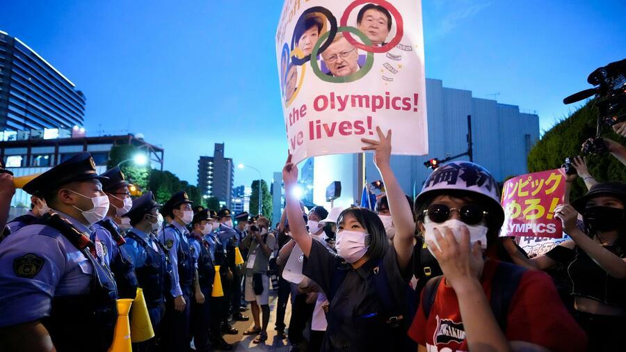 Die Austragung der Olympischen Spiele in Japan ist umstritten. Quelle: dpa